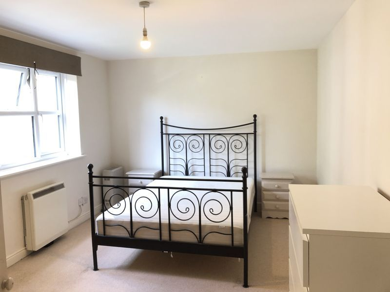 1 bed flat to rent in Glaisher Street 3