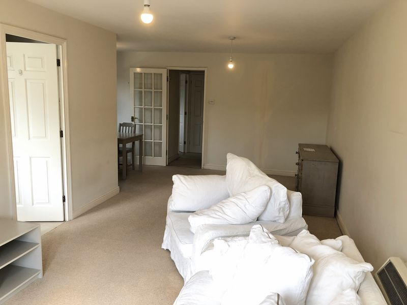 1 bed flat to rent in Glaisher Street 6