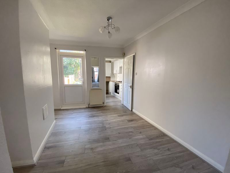 2 bed house to rent in Victoria Street 2