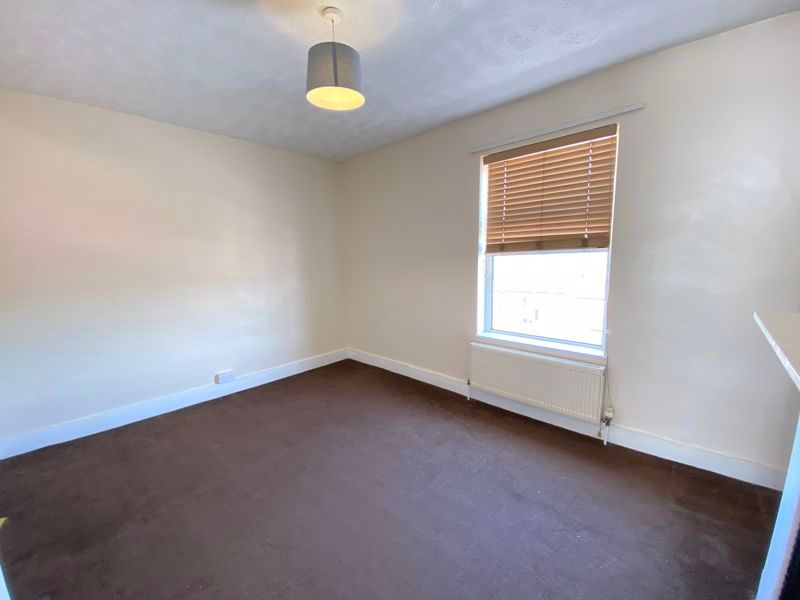 2 bed house to rent in Street End Road 2