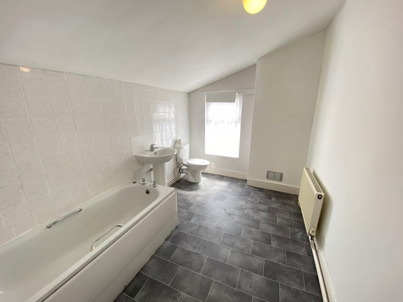 2 bed house to rent in Street End Road 3