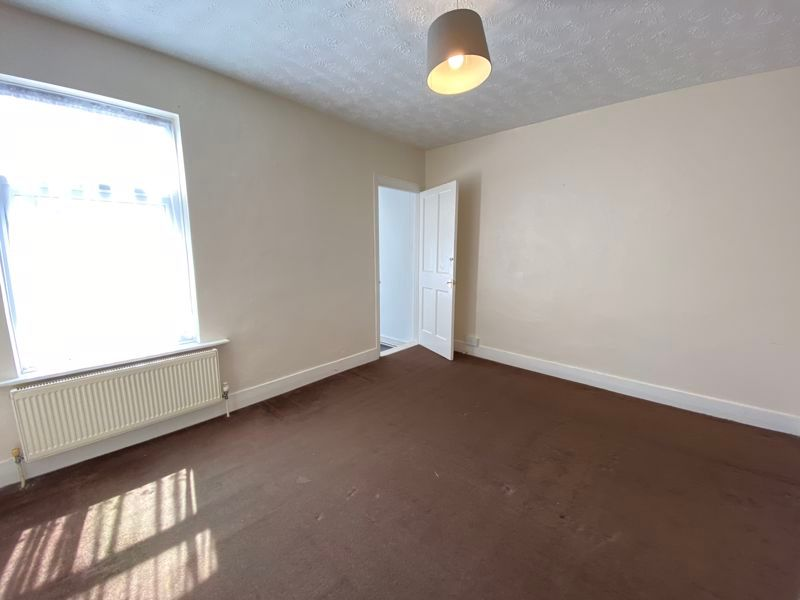 2 bed house to rent in Street End Road 6