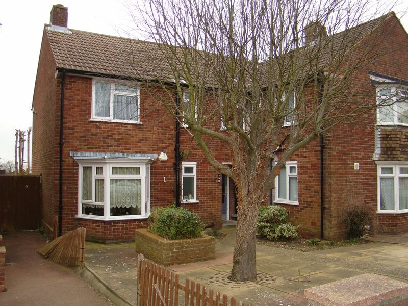 1 bed flat to rent in Derwent Way - Property Image 1