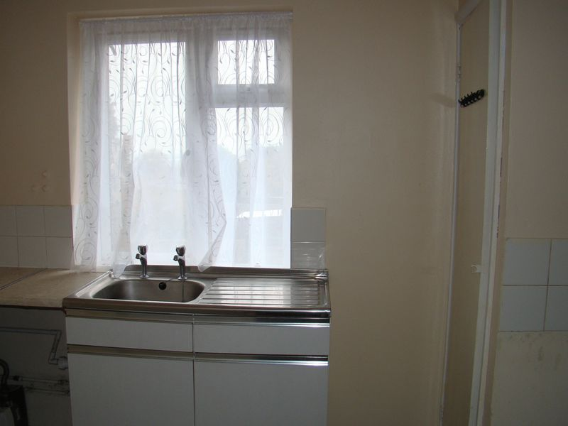 1 bed flat to rent in Derwent Way 3