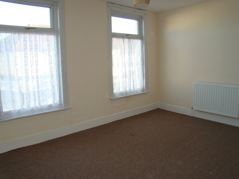 3 bed house to rent in Canterbury Street 2