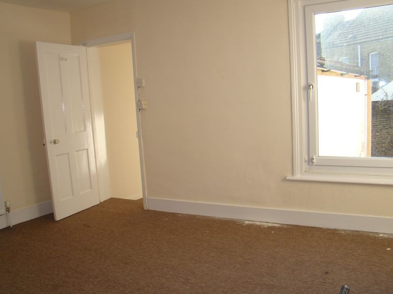 3 bed house to rent in Canterbury Street 3