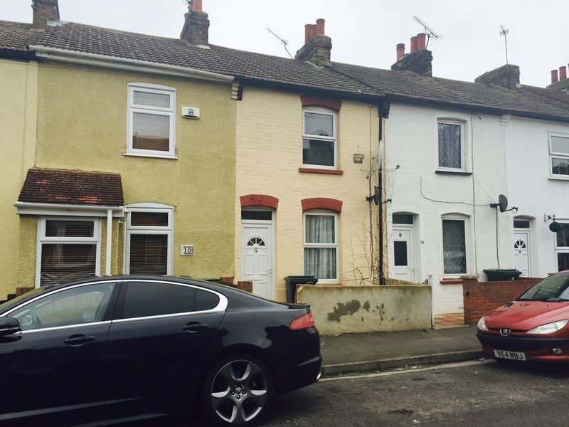 2 bed house to rent in Seymour Road - Property Image 1