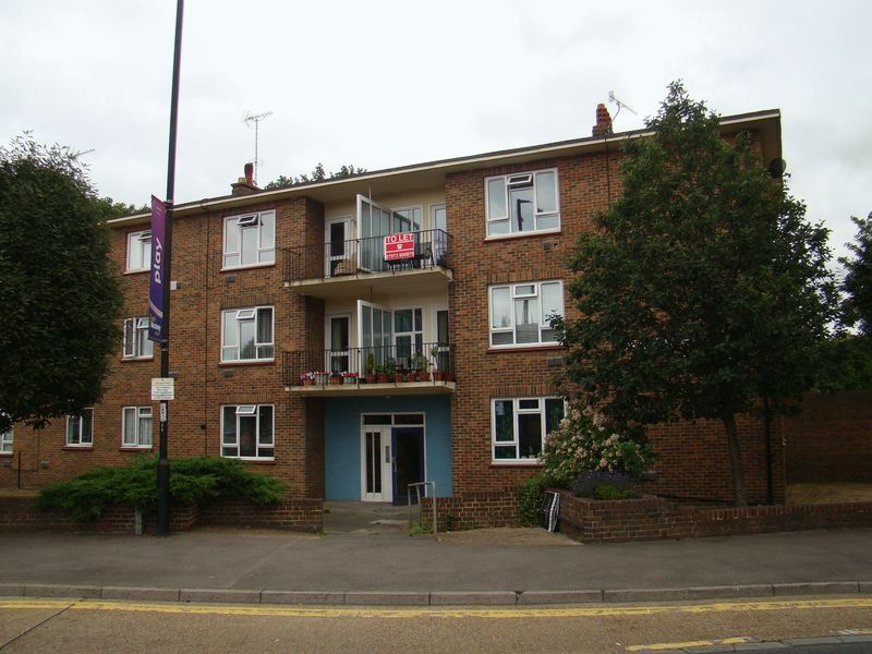 2 bed flat to rent in Corporation Street  - Property Image 1