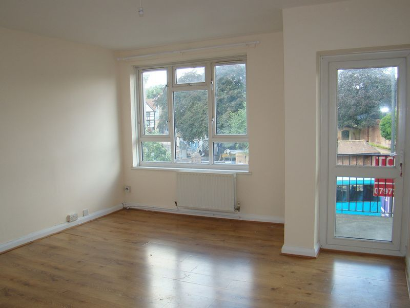 2 bed flat to rent in Corporation Street 2