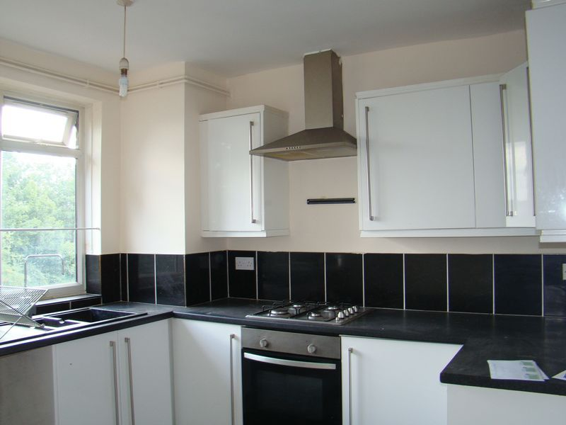2 bed flat to rent in Corporation Street 4