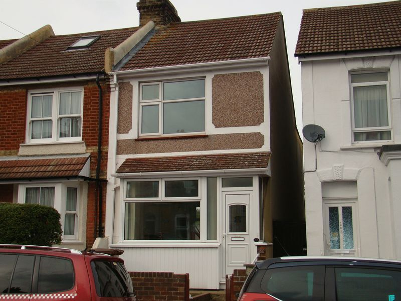 3 bed house to rent in Gillingham Road 1