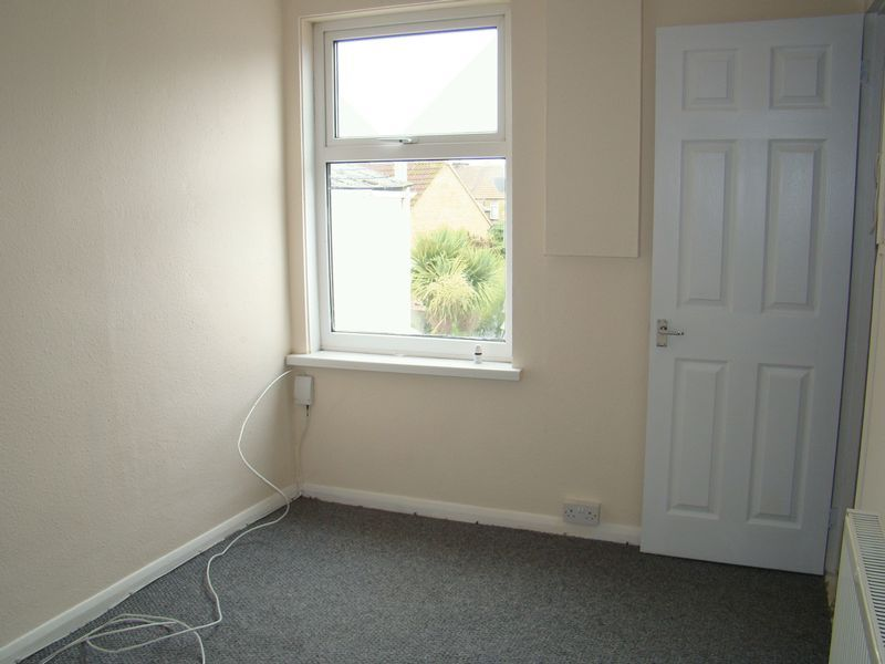 3 bed house to rent in Gillingham Road 7
