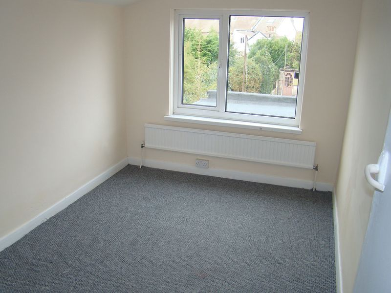 3 bed house to rent in Gillingham Road 8