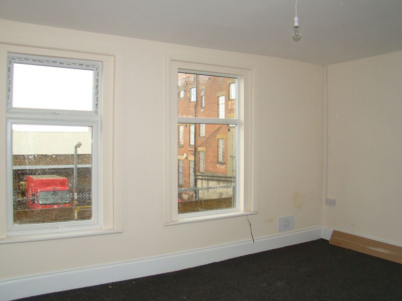 1 bed flat to rent in Green Street 1