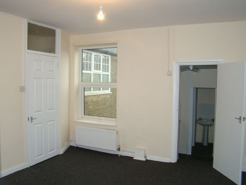 1 bed flat to rent in Green Street 2