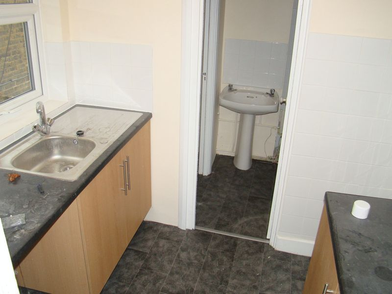 1 bed flat to rent in Green Street 3