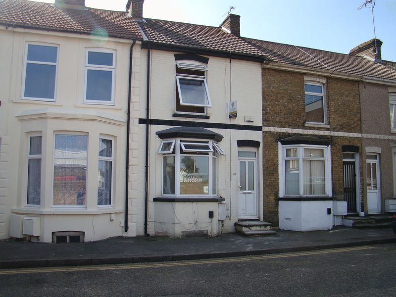 2 bed house to rent in Green Street 5