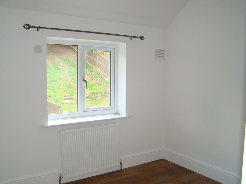 3 bed house to rent in Darnley Road 9
