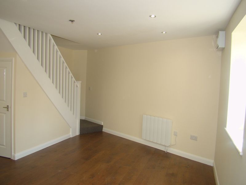 2 bed house to rent in Luton Road 4