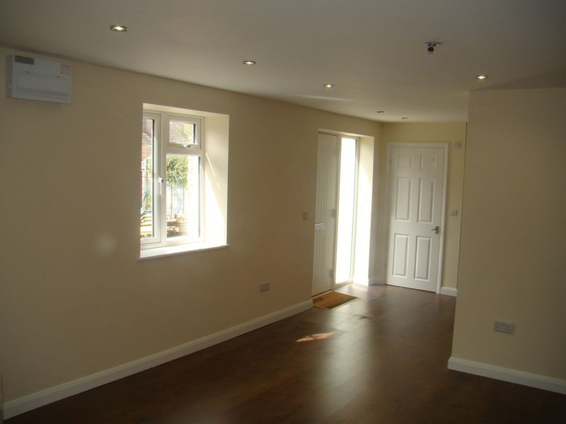2 bed house to rent in Luton Road 6