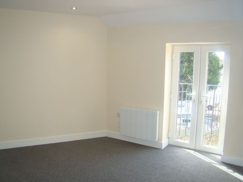 2 bed house to rent in Luton Road 7