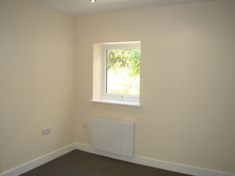 2 bed house to rent in Luton Road 8