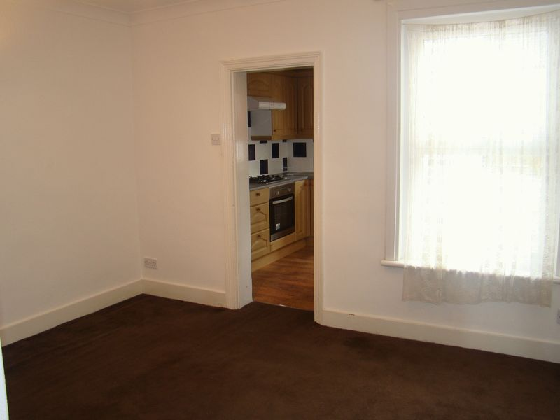 3 bed house to rent in Eva Road 4