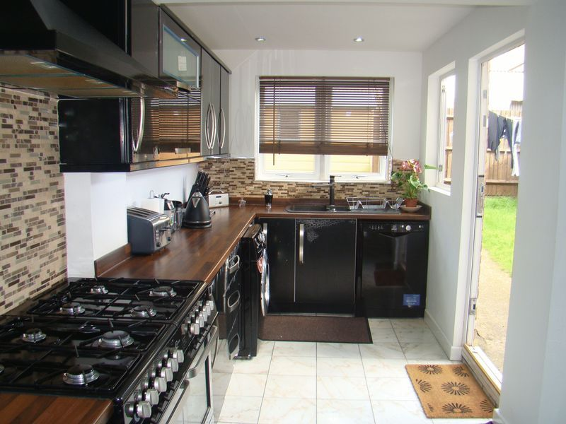 3 bed house to rent in Henry Street