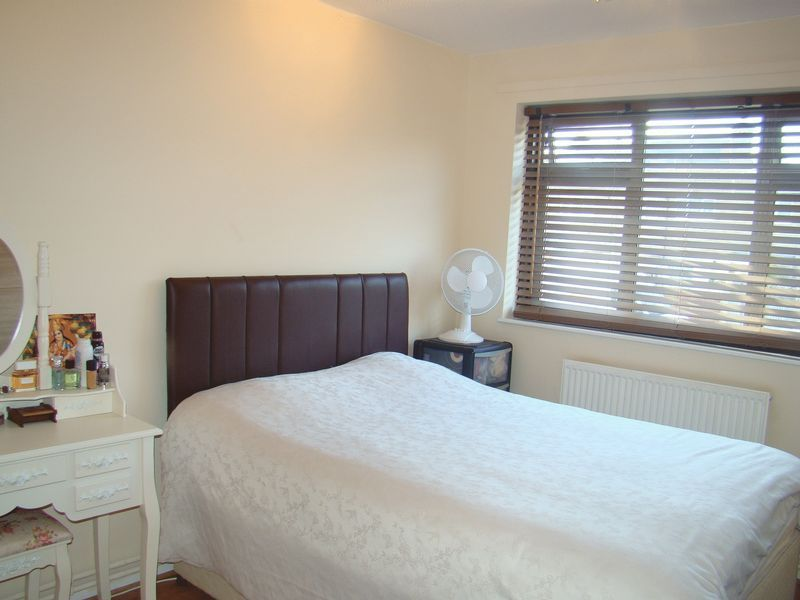 3 bed house to rent in Henry Street  - Property Image 2