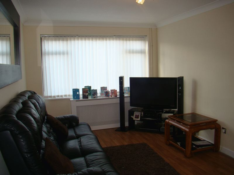 3 bed house to rent in Henry Street 7