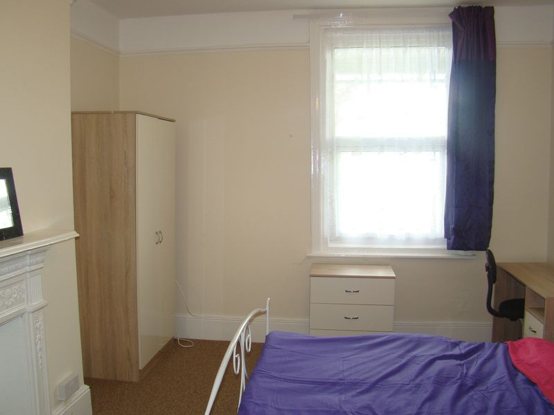 1 bed house-share to rent in Maidstone Road 1