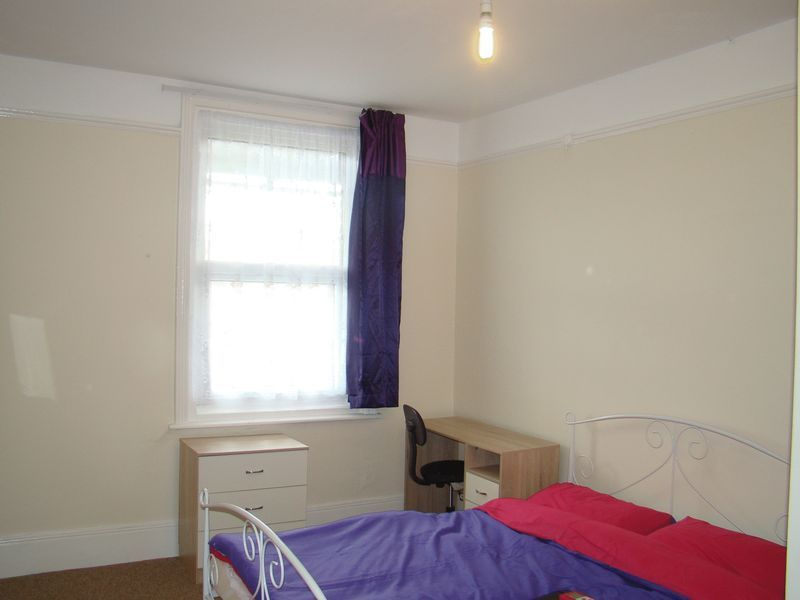 1 bed house-share to rent in Maidstone Road 4