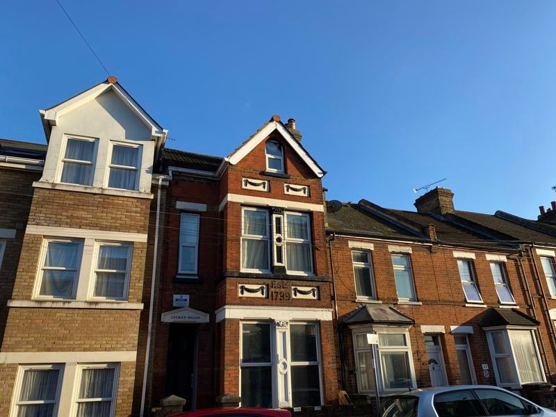 3 bed flat to rent in James Street