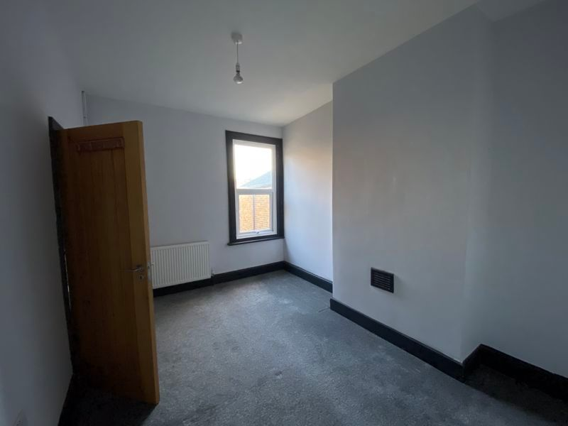 3 bed flat to rent in James Street 5