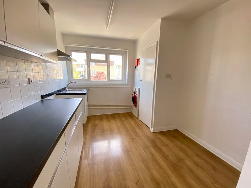 3 bed flat to rent in Goudhurst Road 6