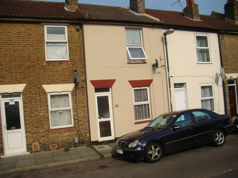 2 bed house to rent in East Street