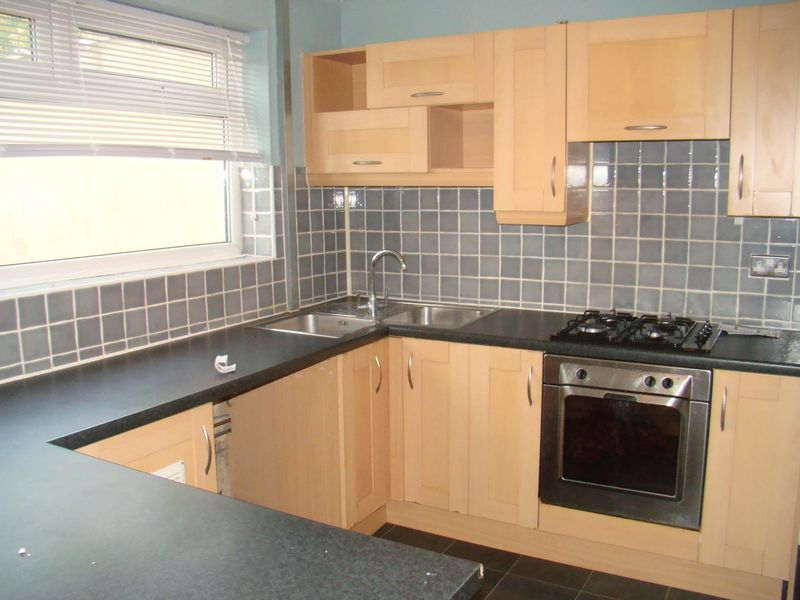 2 bed house to rent in East Street 3