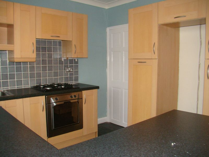 2 bed house to rent in East Street 4