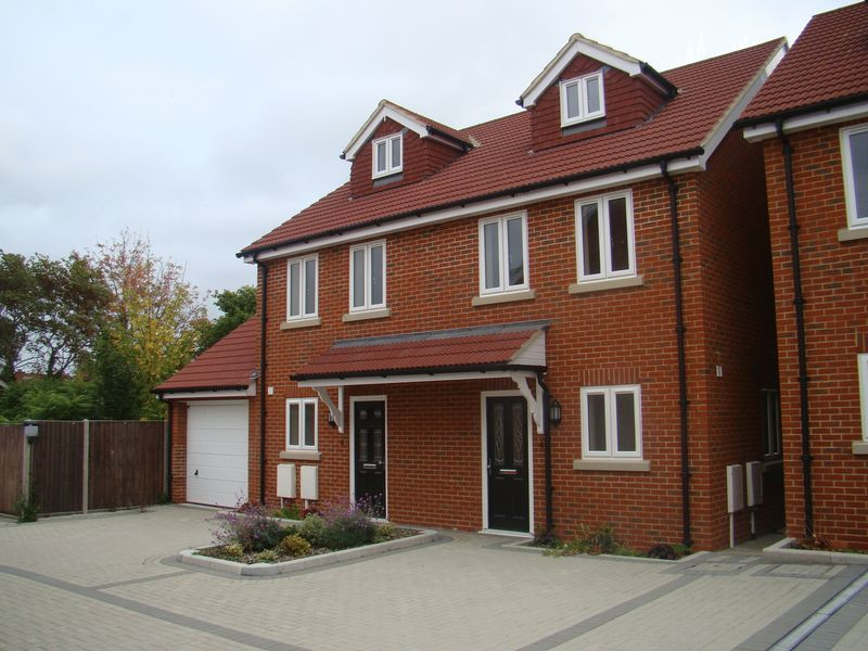 3 bed house to rent in Granary Close
