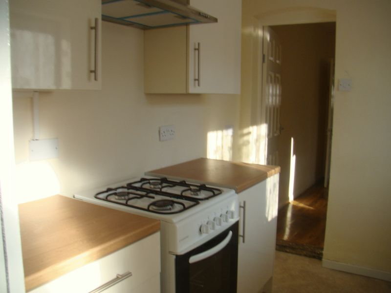 2 bed house to rent in Fox Street