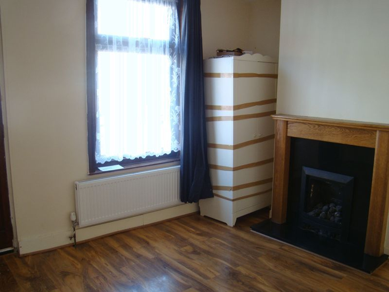 2 bed house to rent in Fox Street 3