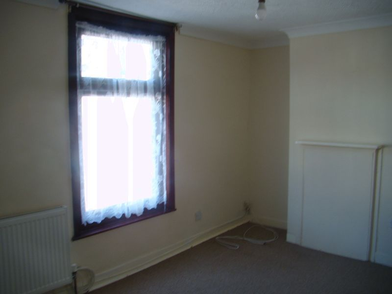 2 bed house to rent in Fox Street 10