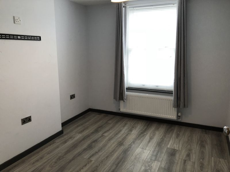 1 bed flat to rent in Fox Street 7