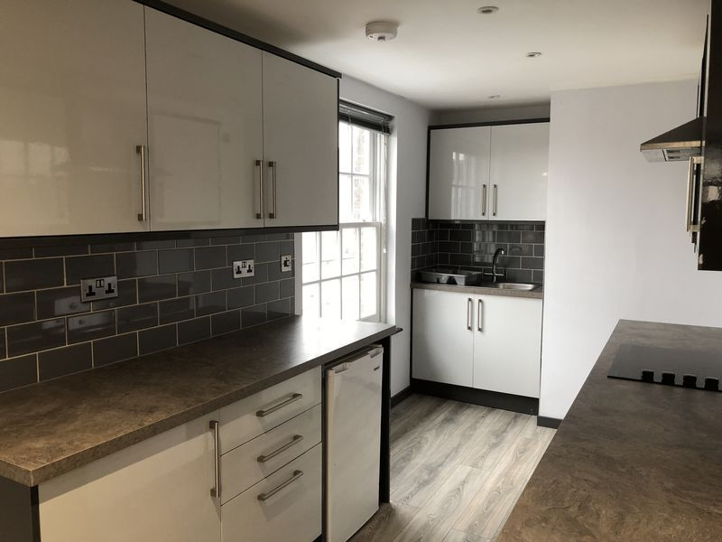 1 bed flat to rent in Fox Street 8