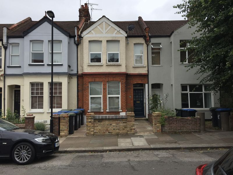 2 bed flat to rent in Avondale Road 7
