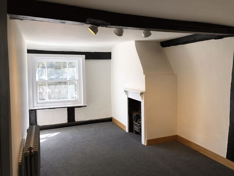 2 bed flat to rent in High Street 7