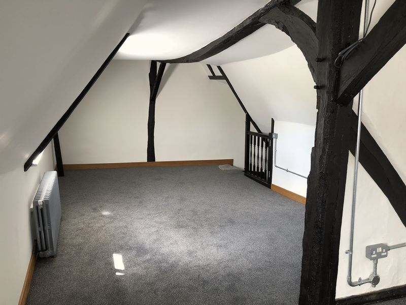 2 bed flat to rent in High Street 9