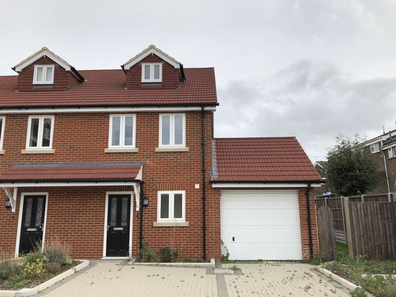 3 bed house to rent in Granary Close 1