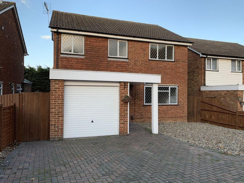 4 bed house to rent in Pear Tree Lane