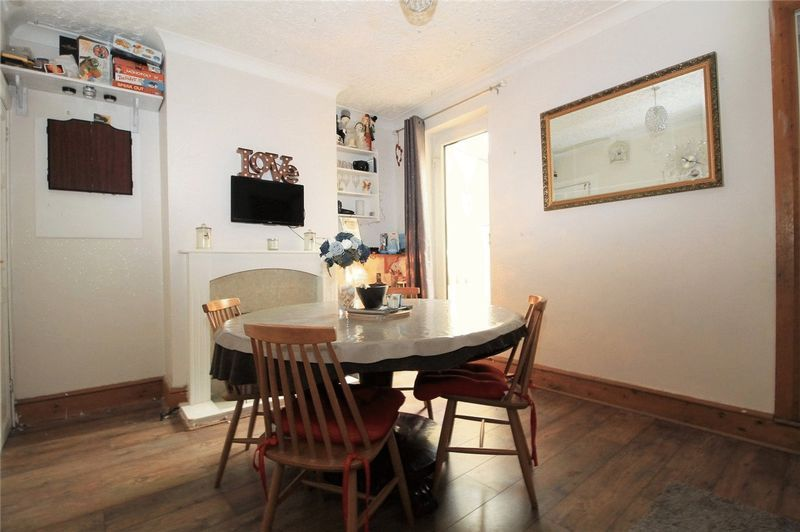 3 bed house to rent in Brisbane Road 4